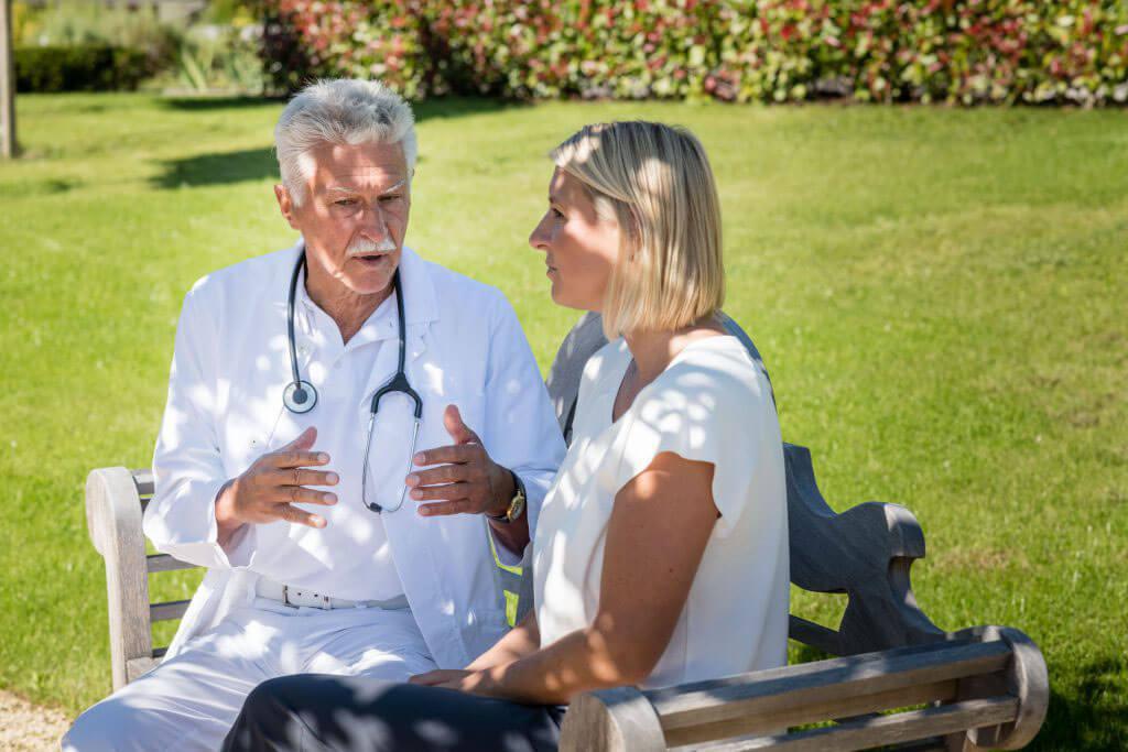 Buchinger Wilhelmi, Fasten, Heilfasten, Fasting, Health, Integrative Medicine, Gelände, Gespräch, Behandlung, Betreuung, Conversation, Doctor,
